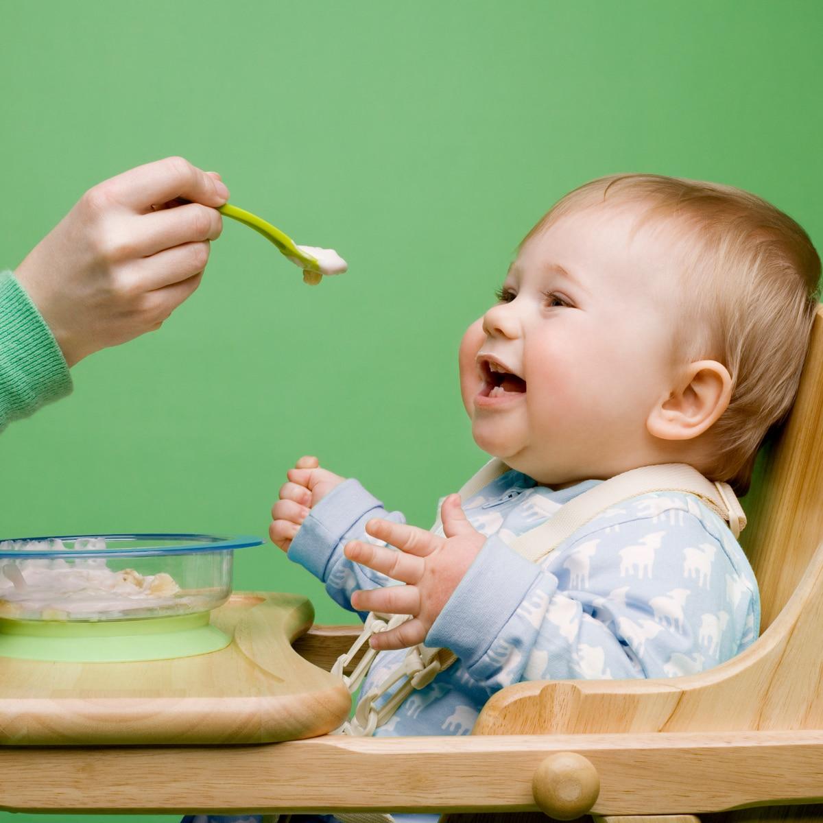 Bebeklere Ne Zaman Katı Yiyecek Verilebilir?