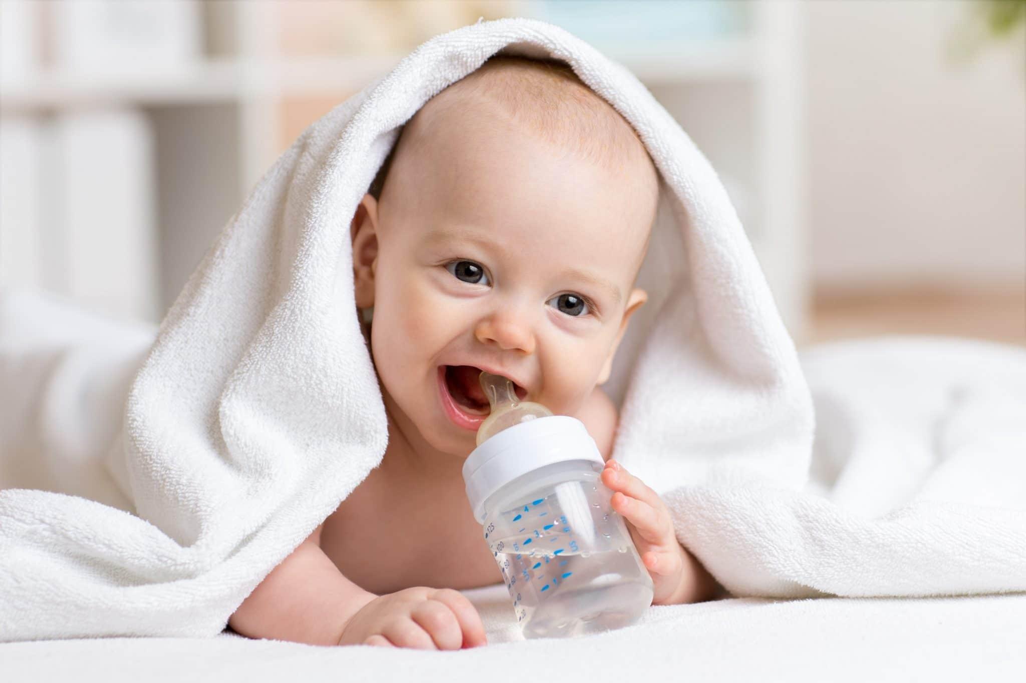 Yenidoğan Bebeklere Su Verilmeli Mi?